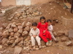 100908_01_children_on_wreckages_of_