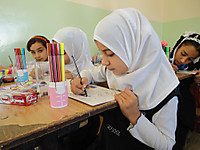 101125_children_coloring_their_bo_2
