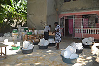 140403_distributing_hygiene_kit_2