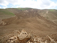 140529_view_of_the_huge_landslide_4