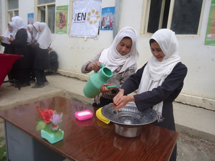 150129_hand_washing_with_soap_wit_2